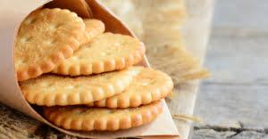 crackers là bánh quy ròn