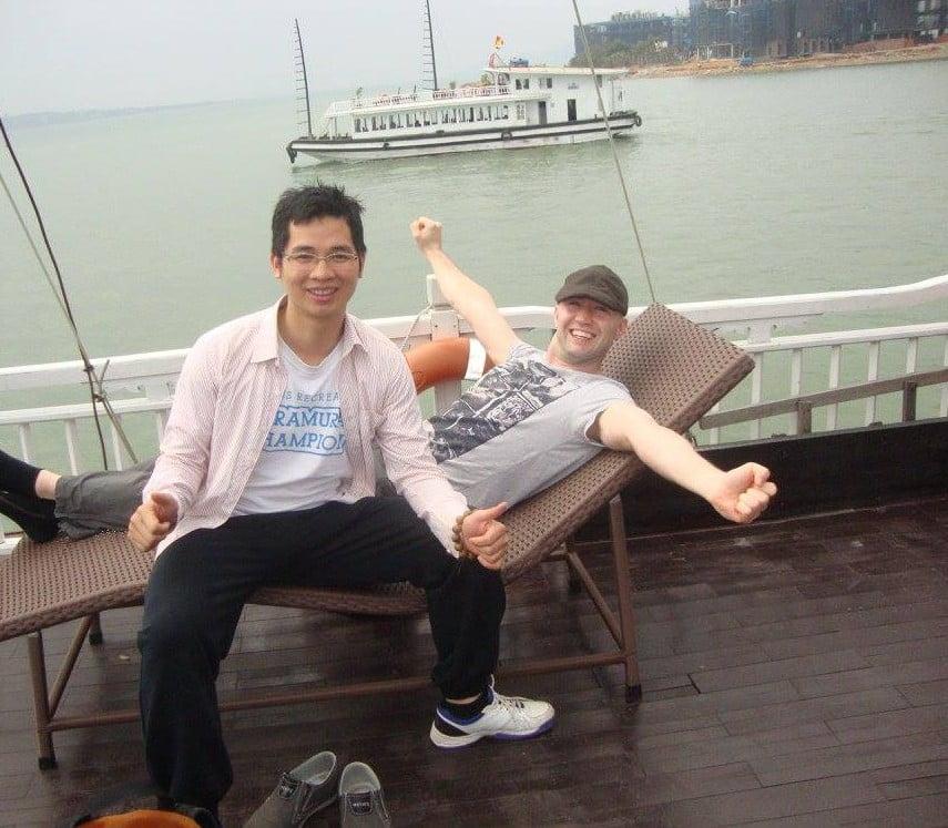 Tác giả và Timmo (người Đức) ở Vịnh Hạ Long